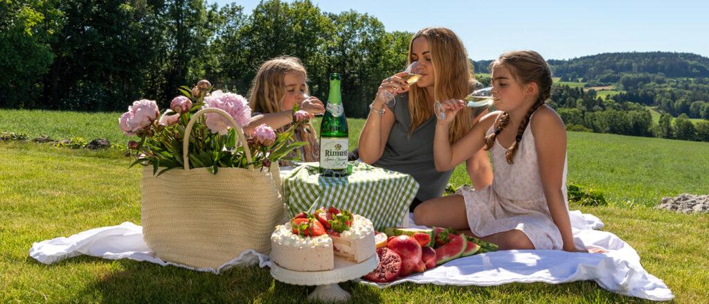 Rimuss Picknick mit Rimuss Champion Mosacto, Wassermelone und Granatapfel