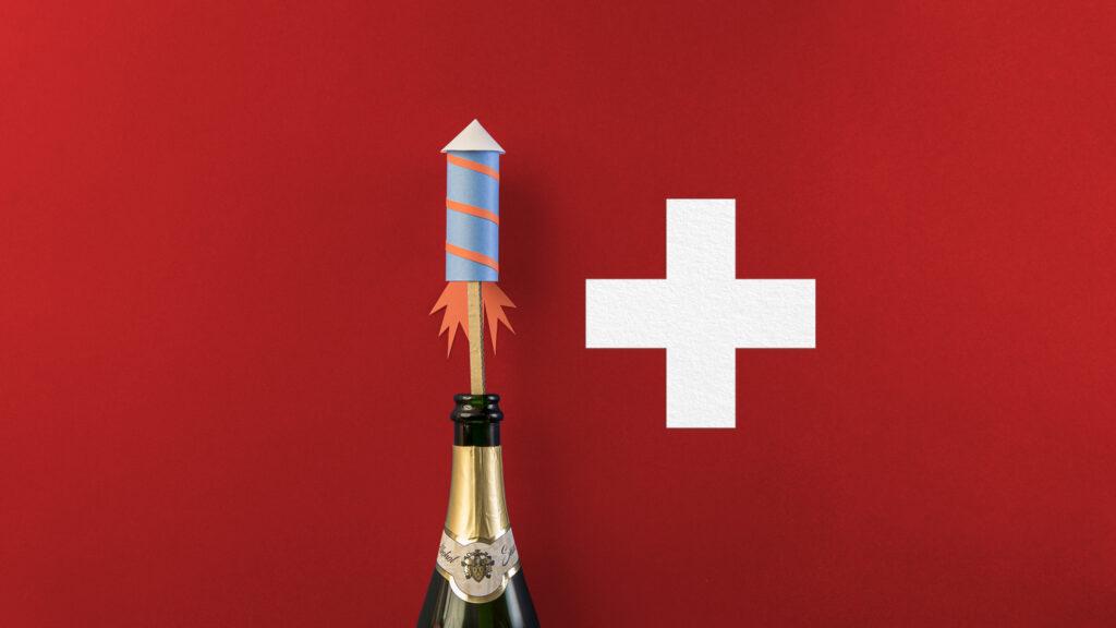 Erster August Apéro mit Rimuss. Rimuss-Flasche mit Papier Rakete vor Schweizer Kreuz, Schweizer Wappen