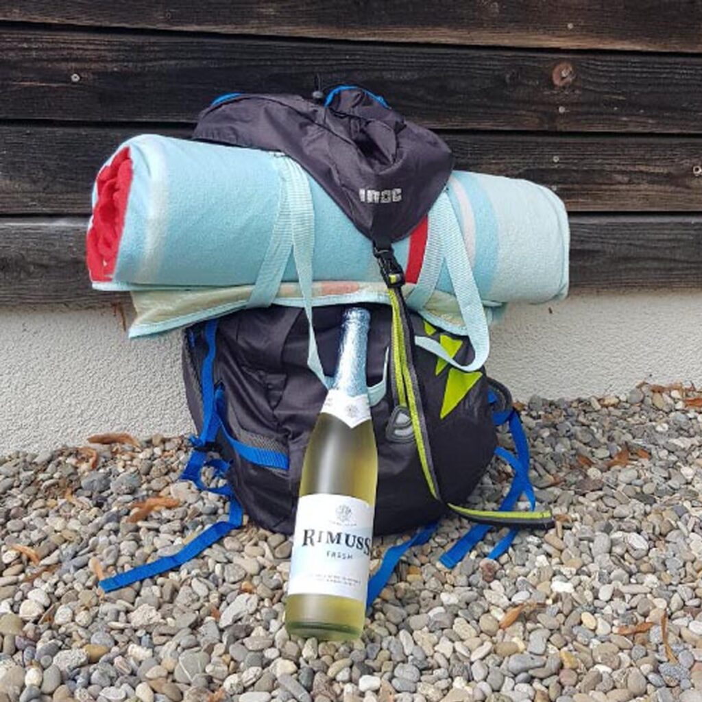 Rimuss Fresh beim Wanderrucksack bereit für den Wander-Apéro