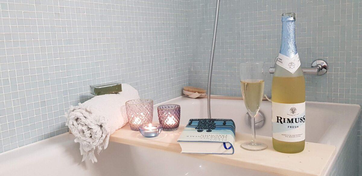 Badewannen apéro mit Rimuss Fresh und einem spannenden Buch