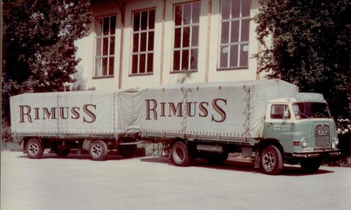Ein alter Rimuss Lastwagen mit Logo 1974