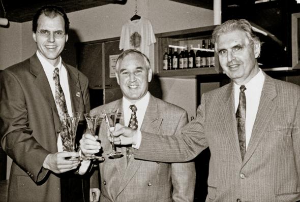 Umwandlung der Kollektiv-gesellschaft in die Rimuss- und Weinkellerei Rahm AG. 2004