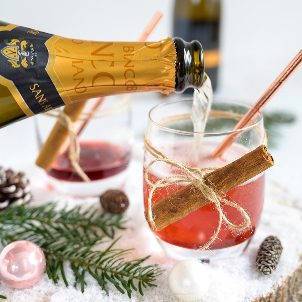 alkoholfreier Glühwein mit Rimuss Bianco Dry. Perfekt für die Wintersaison und die Festzeit