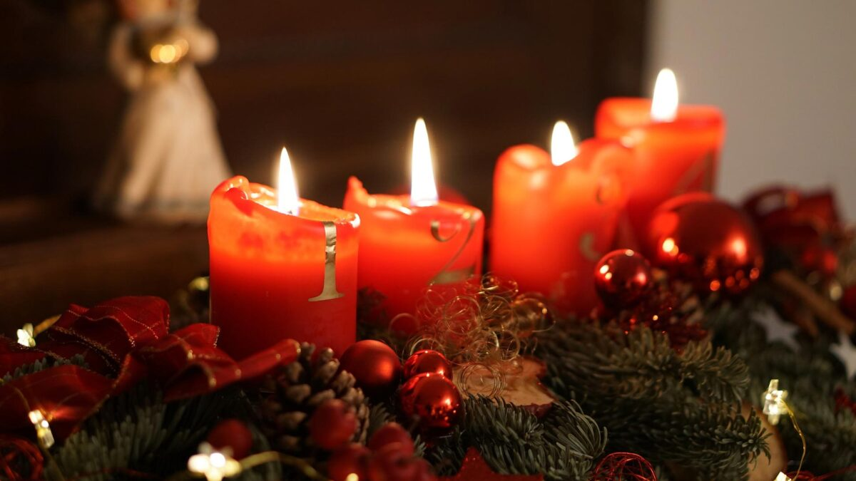 4. Advent Apéro mit Rimuss. 4 Kerzen welche auf dem Kranz brennen