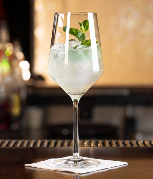 Alkoholfreier Mojito von Rimuss: Fresh Mess, mit Minze, Pfefferminze, Limette und Bitter Lemon