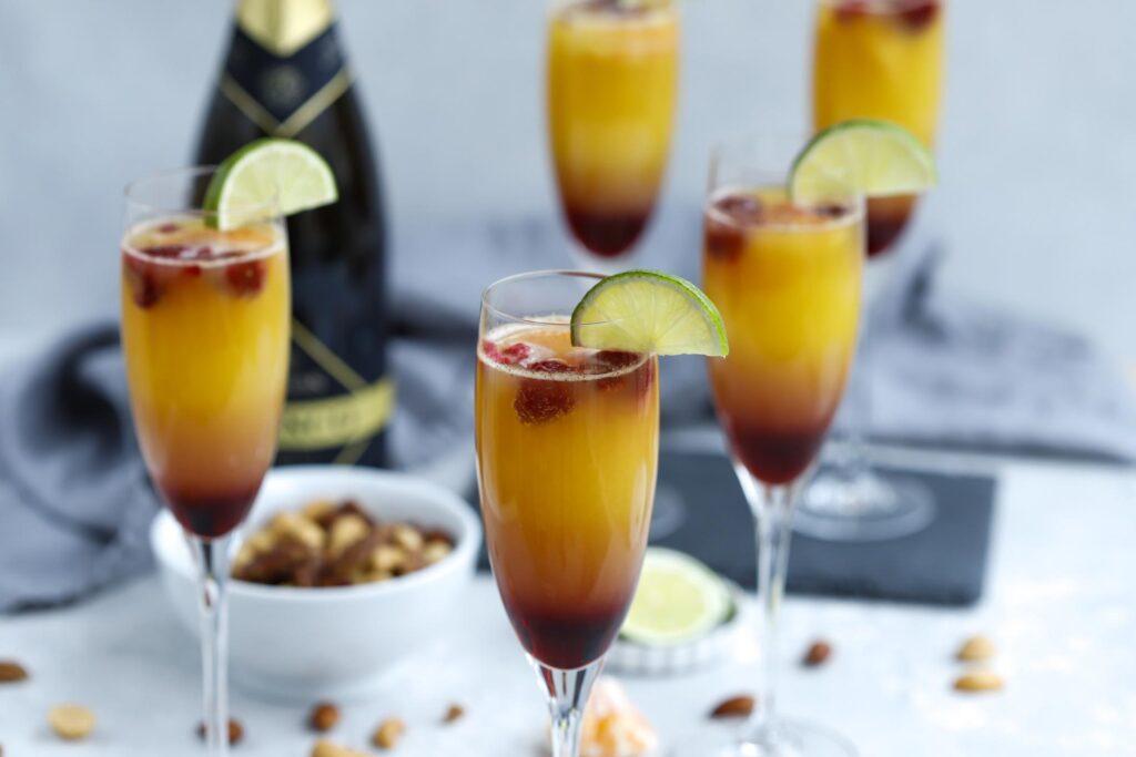 Mocktail / alkoholfreis Drink Rezept für den Apero oder Brunch. Orangen Himbeer Mimosas mit Rimuss Bianco Dry