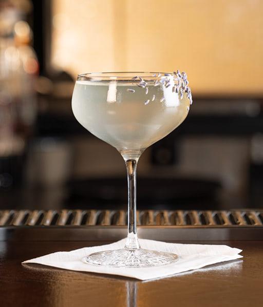 Der Lavendel Breeze. Ein alkoholfreier Cocktail / Drink von Rimuss mit Lavendelsirup und Rimuss Bianco Dry