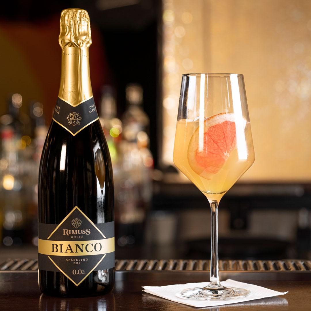 Rimuss Pink Sprizz und Bianco Dry, alkoholfreier Cocktail wie Aperol Spritz