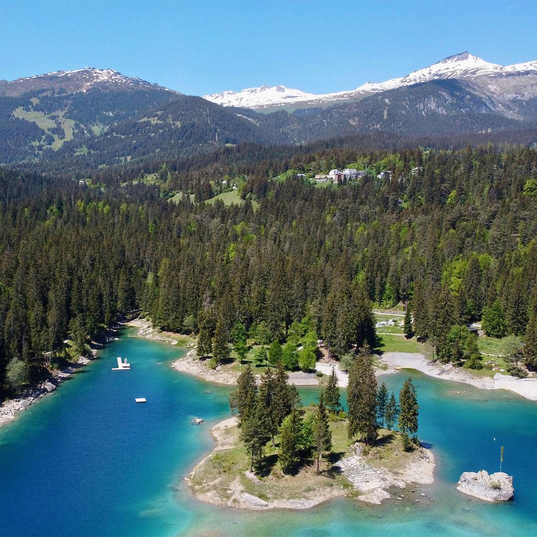 Der Caumasee in Flims, Graubünden, Perfektes Reiseziel für einen Badetag mit Rimuss Picknick