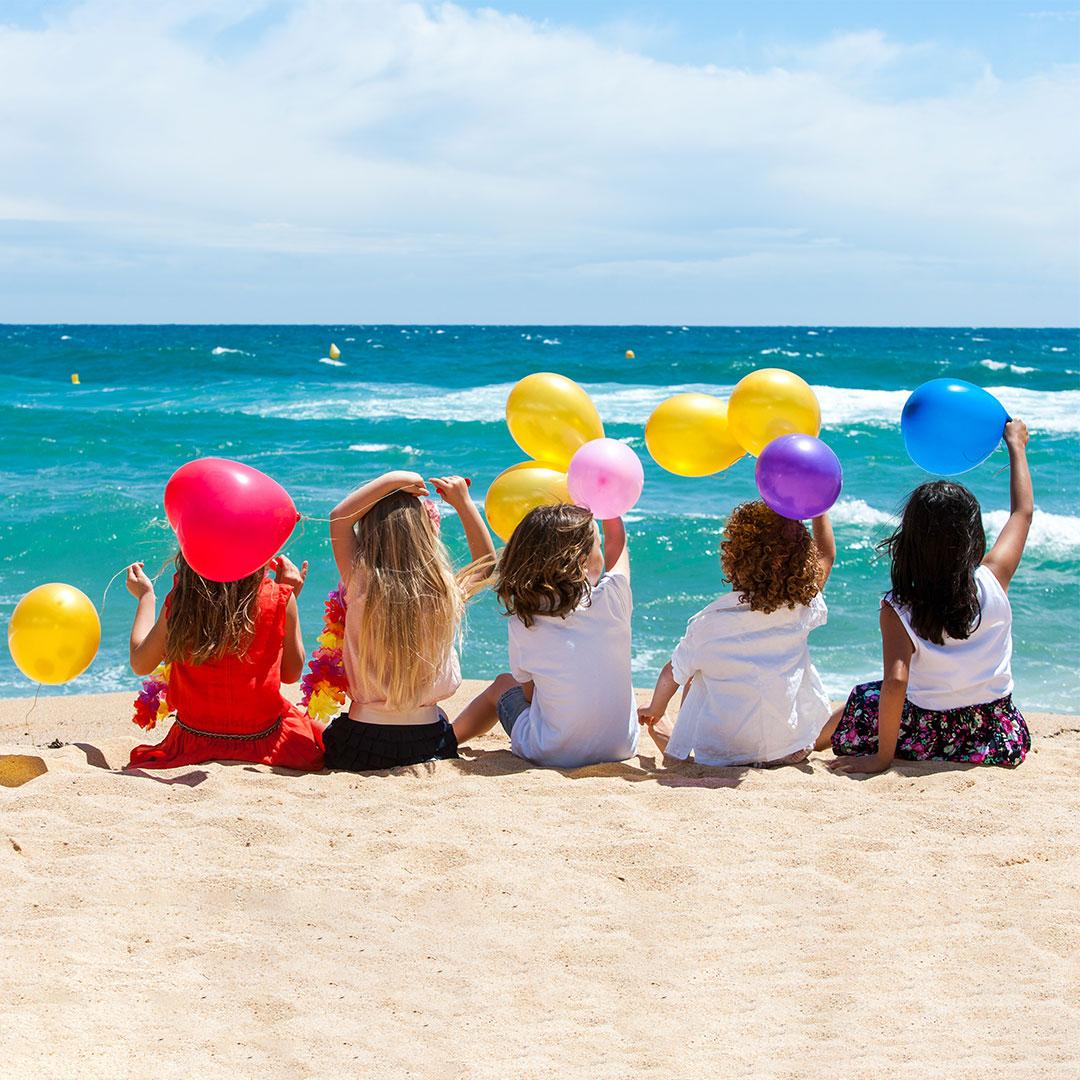 Kinder feiern Geburtstag am Strand mit Rimuss